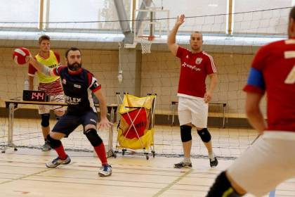 Dodgeball is a enjoyable, cardiovascular, tactical however not ridiculous sport that's rising within the Loiret