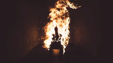 Kanye West prende fuoco nel nuovo video, Come To Life [VIDEO]
