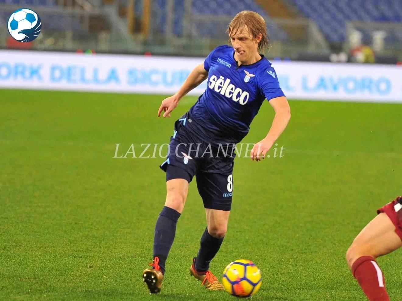 Dusan Basta in azione con la terza maglia della Lazio