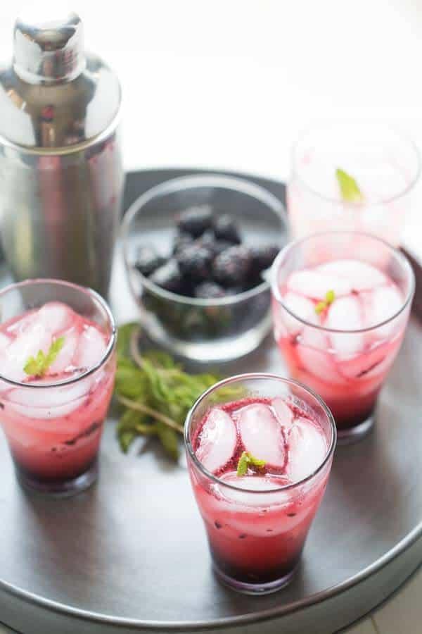 Simple blackberry mojitos with plump sweet blackberries and fresh mint! lemonsforlulu.com