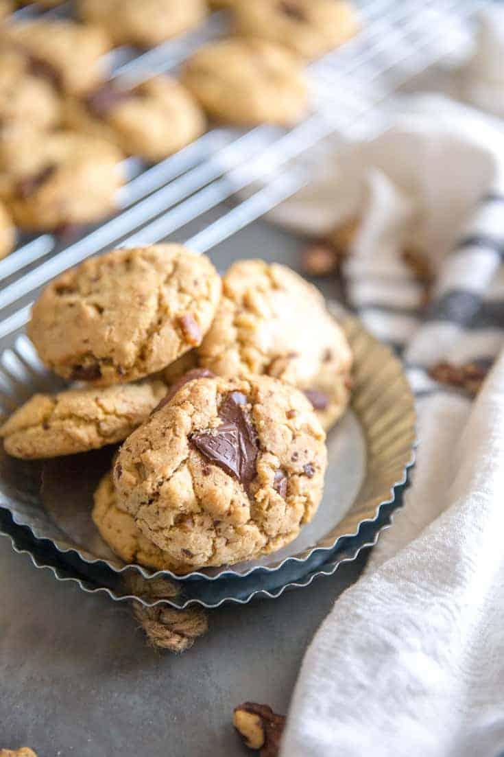 4 chocolate chip walnut cookies