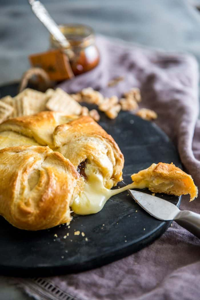 baked brie with knife and crackers