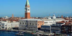 Venezia, tassa di ingresso per i turisti: per Federconsumatori è assurdo