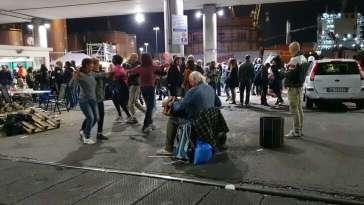 Portuali di Genova in presidio: Portiamo avanti manifestazione pacifica