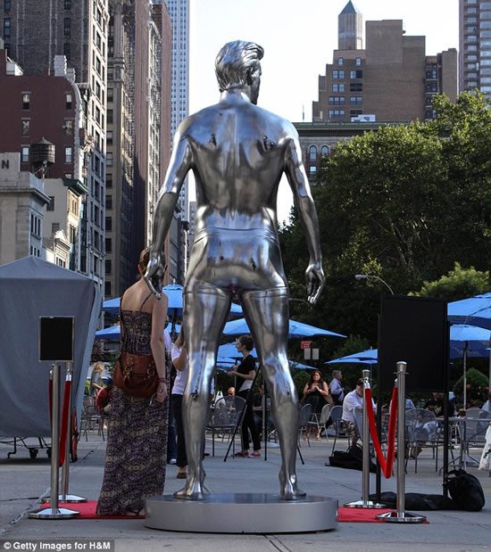 David Beckham gets immortalized in a silver statue for H&M ...