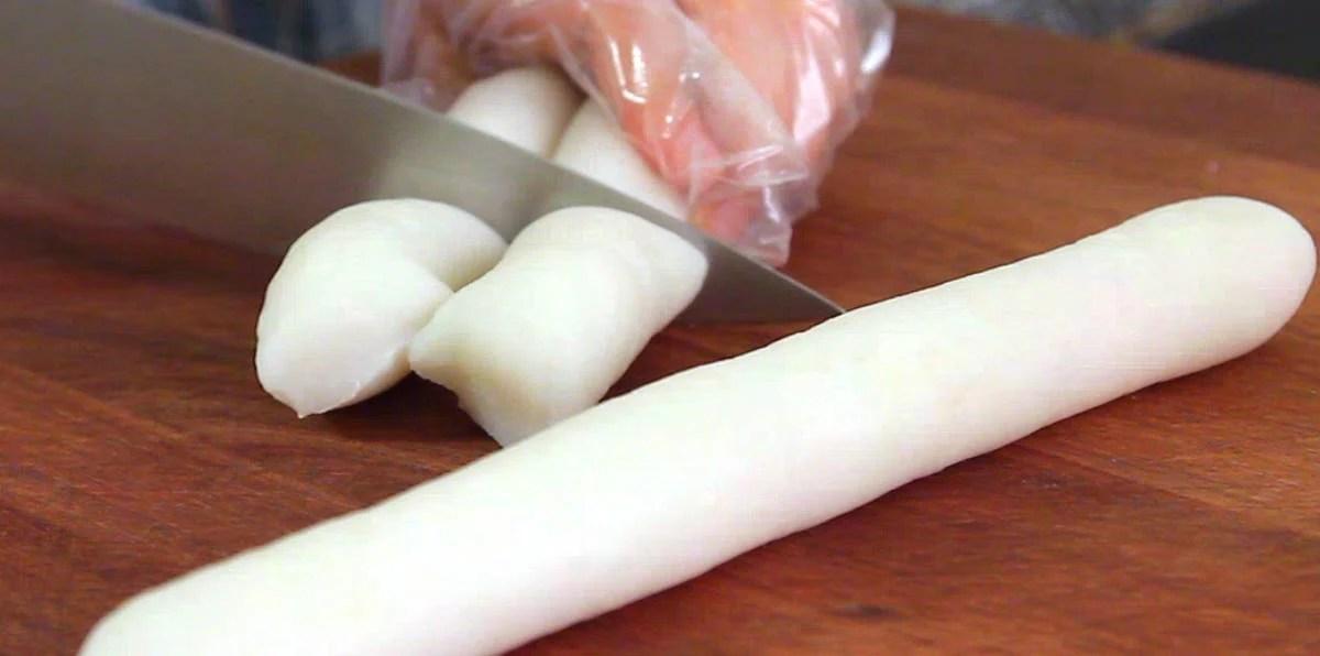 Garaetteok Cylinder Shaped Rice Cakes For Tteokguk Or