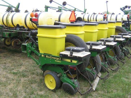 Jd 7200 Planters Row 16