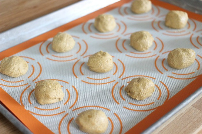 HOW TO MAKE GINGER COOKIES