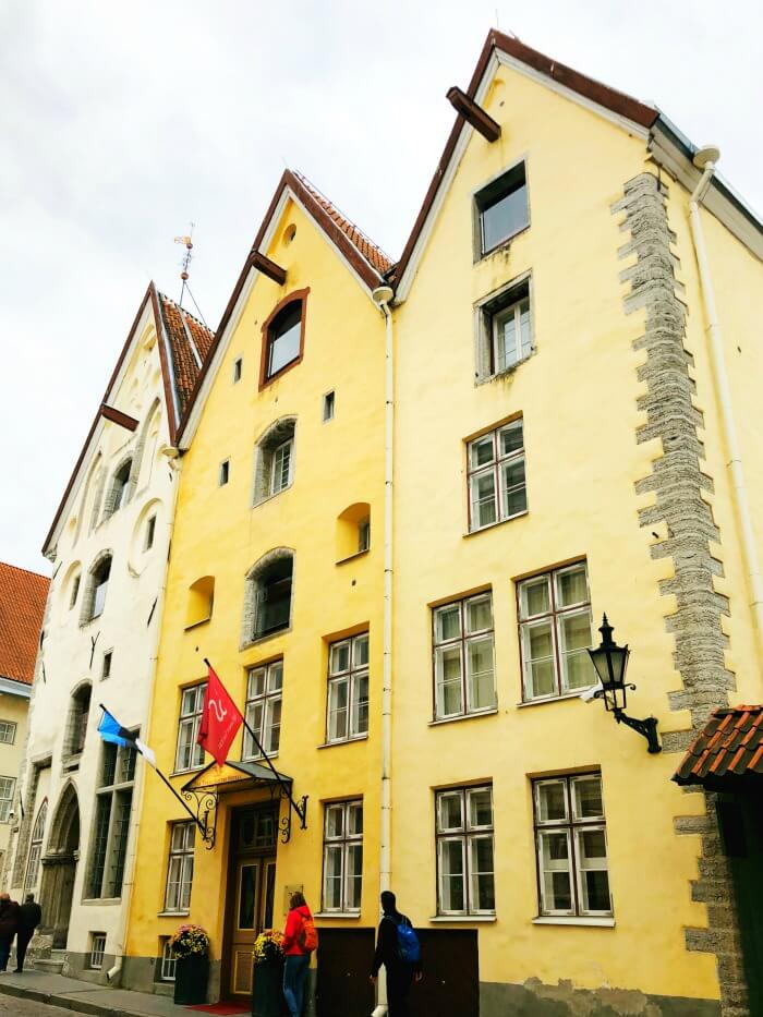 YELLOW BUILDING IN TALLINN