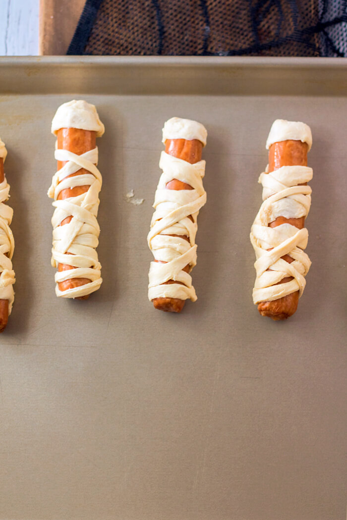 HOW TO MAKE MUMMY HOT DOGS