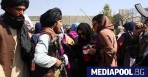 Сълзотворен газ срещу протеста на жените в Кабул