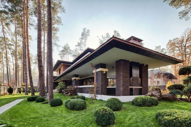 A Frank Lloyd Wright Style Home All The Way Over in Ukraine   Mid     Prairie style House   frank lloyd wright inspired