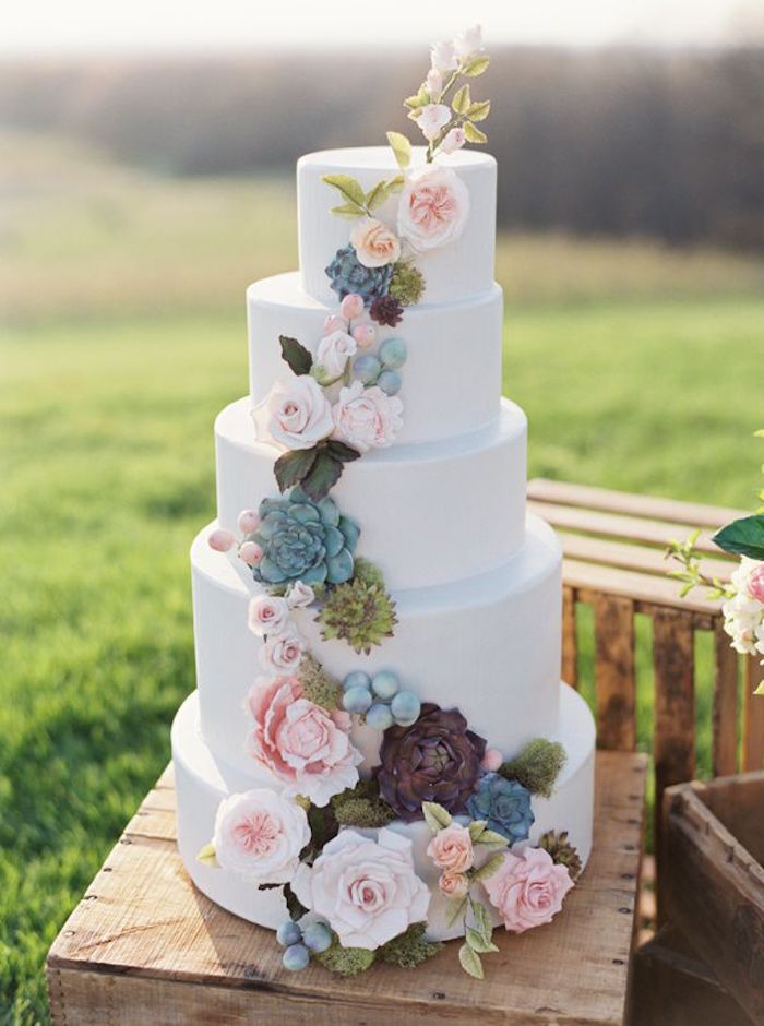 Simple Wedding Cakes Made to Inspire   MODwedding     simple wedding cakes 9 08222015 km