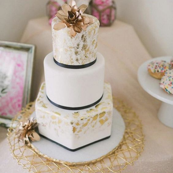 Wedding Cake Etiquette Where To Place The Cake And When To Cut It Crazyforus