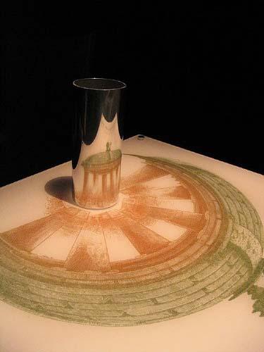 Cylinder Mirror Optical Illusion