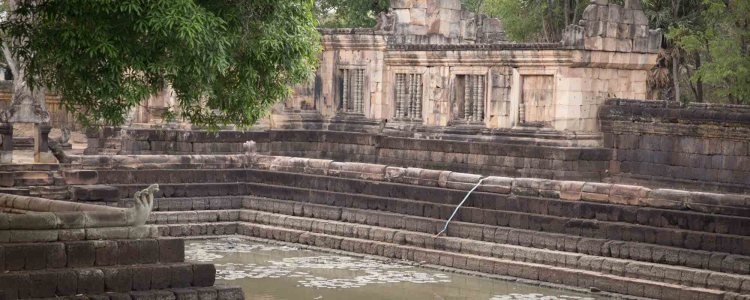 孟潭寺 (Muang Tam)
