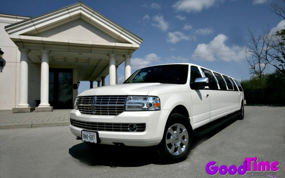 lincoln navigator suv ext 2 1 960x600 c LIMO RENTAL FLEET