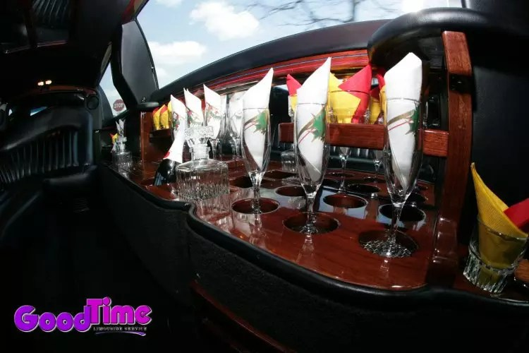 lincoln town car stretch limo int 2 2 LIMO RENTAL FLEET