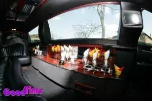 lincoln town car stretch limo int 3 1 300x200 lincoln town car stretch limo int 3