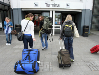 MEPs condemn 'extortionist' airline baggage fees