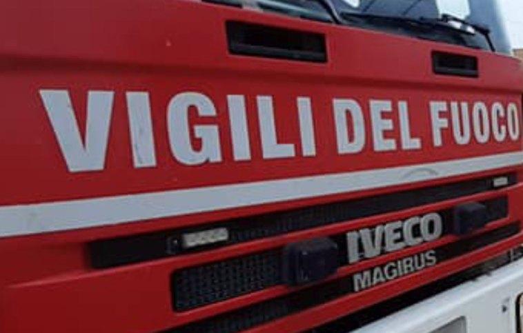 Incendio in una casa a Parma, bambino chiama carabinieri e salva donna anziana svenuta
