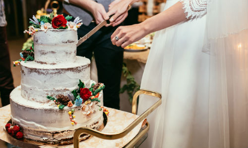 Steps For Properly Cutting A Wedding Cake   Wedding Venues in Orange     Wedding Cake Cutting Tips 3