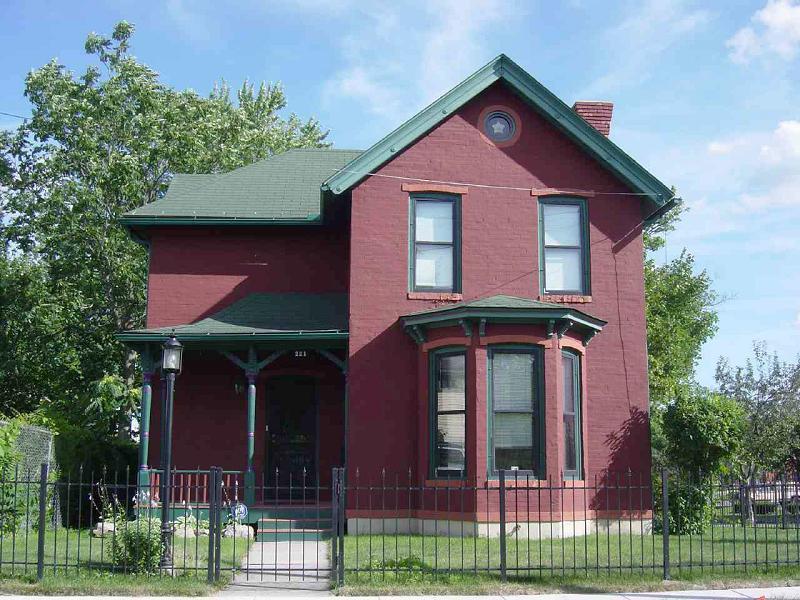1892 Victorian In Flint Michigan Oldhouses Com