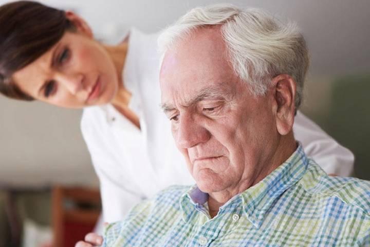 Faible pression cardiaque chez les personnes âgées à boire