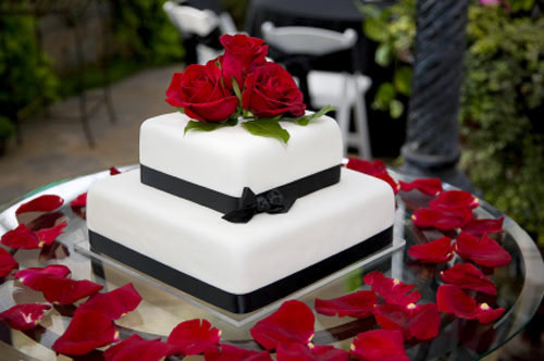 Black and White Wedding Cakes Gallery Traditional square two tiered white wedding cake with black satin ribbon   Decorated with fresh red roses