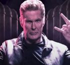 "Ouça David Hasselhoff neste novo single de heavy metal, ""Through The Night"""
