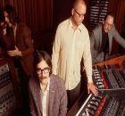 "Weezer lança ""All My Favorite Songs"" do próximo álbum OK Human"