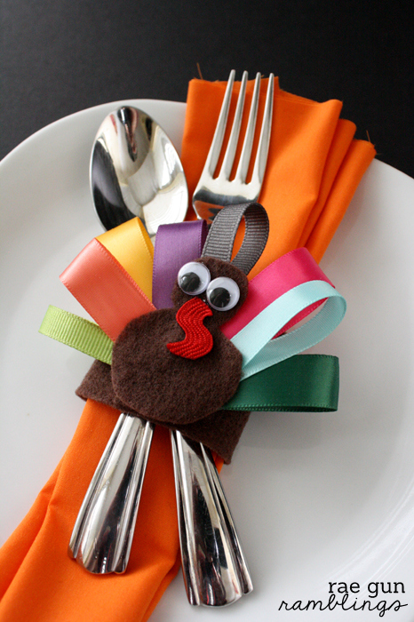 Cute Thanksgiving turkey napkin rings that double as hair clips. Tutorial at Rae Gun Ramblings #turkeytablescapes