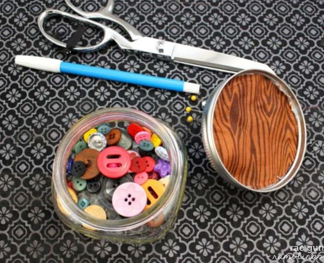 Fun gift idea. Mason jar pin cushion. Tutorial at Rae Gun Ramblings