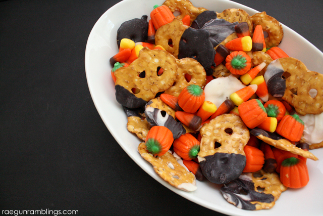 Harvest and Halloween Munch Mix perfect for any Fall get together - Rae Gun Ramblings