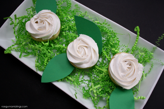 The trick to making gorgeous roses out of frosting - Rae Gun Ramblings