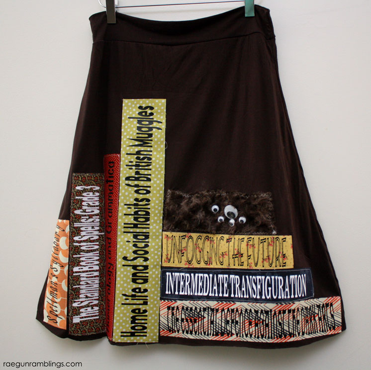 Super adorable Hogwarts textbook skirt tutorial inspired by the harry potter books