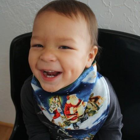 Adorable DIY christmas handkerchief scarf tutorial