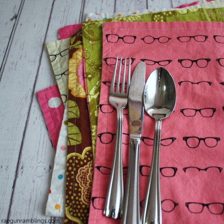 15 minute reversible placemats tutorial. Great DIY sewing project easy enough for beginners.