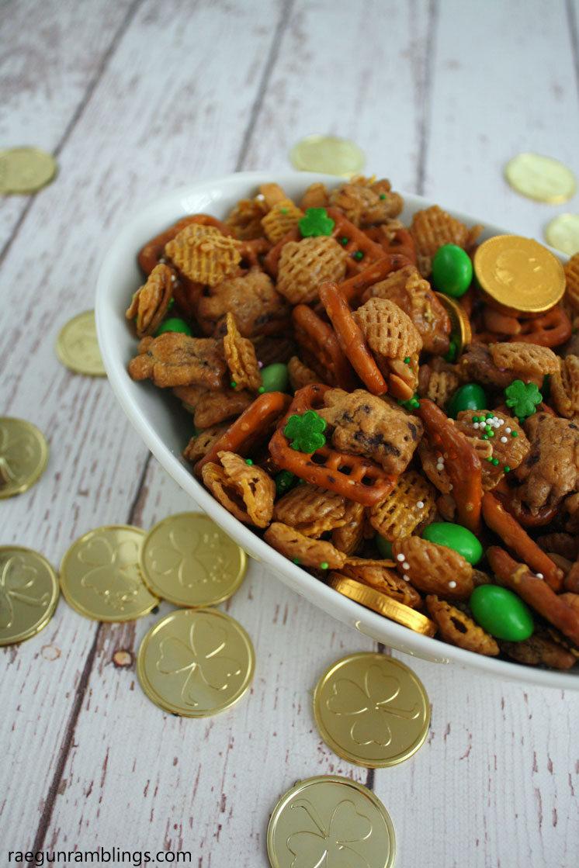 Great St. Patrick's day snack mix recipe from raegunramblings.com