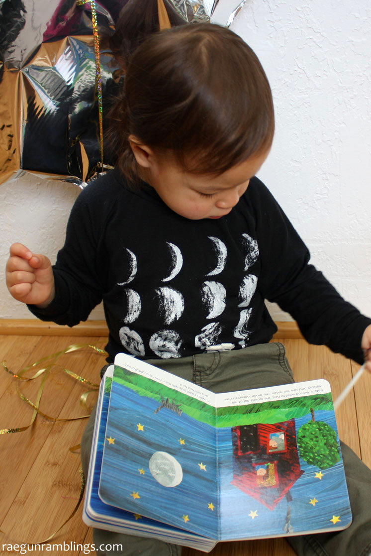 Love this bookish shirt tutorial. Based on Eric Carle's Papa, Please Get the Moon for Me. Full directions for how to make this phases of the moon shirt.