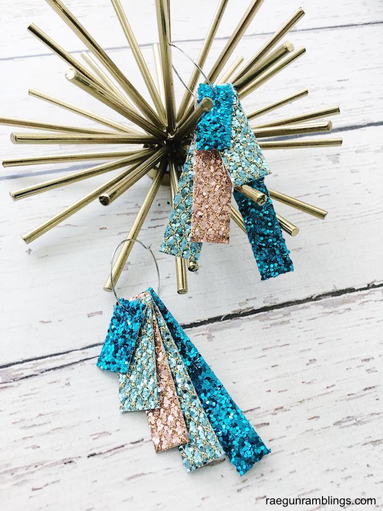 Gorgeous DIY glittle strip earrings would make great teacher gifts