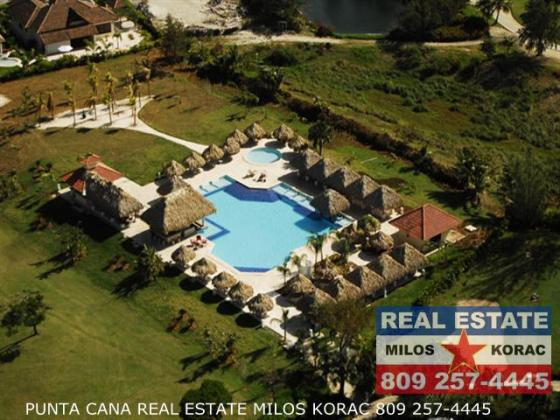 Punta Cana Real Estate   Cocotal Golf course and Country Club Cocotal Golf Club swimming pool