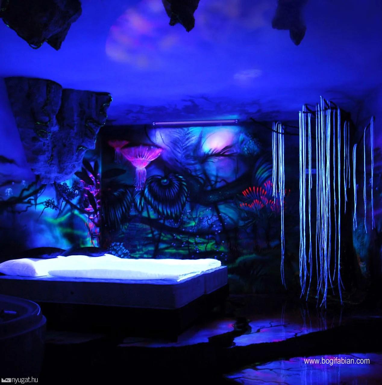 Murales Que Se Iluminan Cuando Apagan Las Luces Del Cuarto