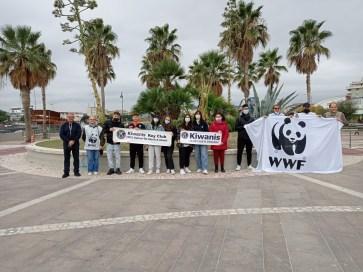 Pescara: la pioggia non ferma l'iniziativa targata Kiwanis, WWF, 'Galiani-de Sterlich'