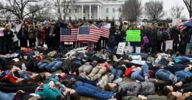 FLORIDA SHOOTING: Scores of protesters calling for gun control storm White House