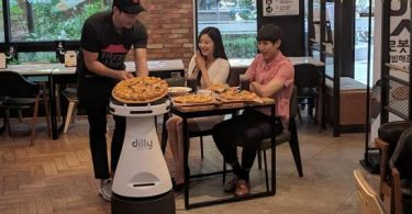Meet Dilly Plate, the robot that serves you sliced pizza