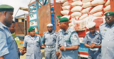 Navy hands over 470 bags contraband rice, 7 suspected smugglers to Customs