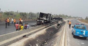 Driver, conductor dead,10 passengers injured after bus tumbles on Lagos-Ibadan Expressway