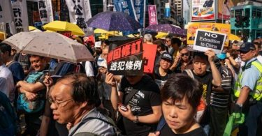 Hong Kong delays extradition debate amid mass protest