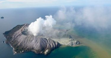 Five die in New Zealand's volcanic eruption